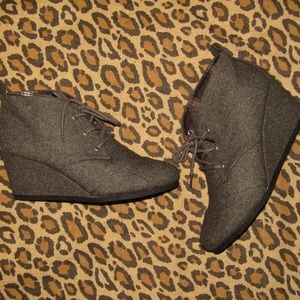 SIMPLY STYLED booties gray flannel laceup wedge 11